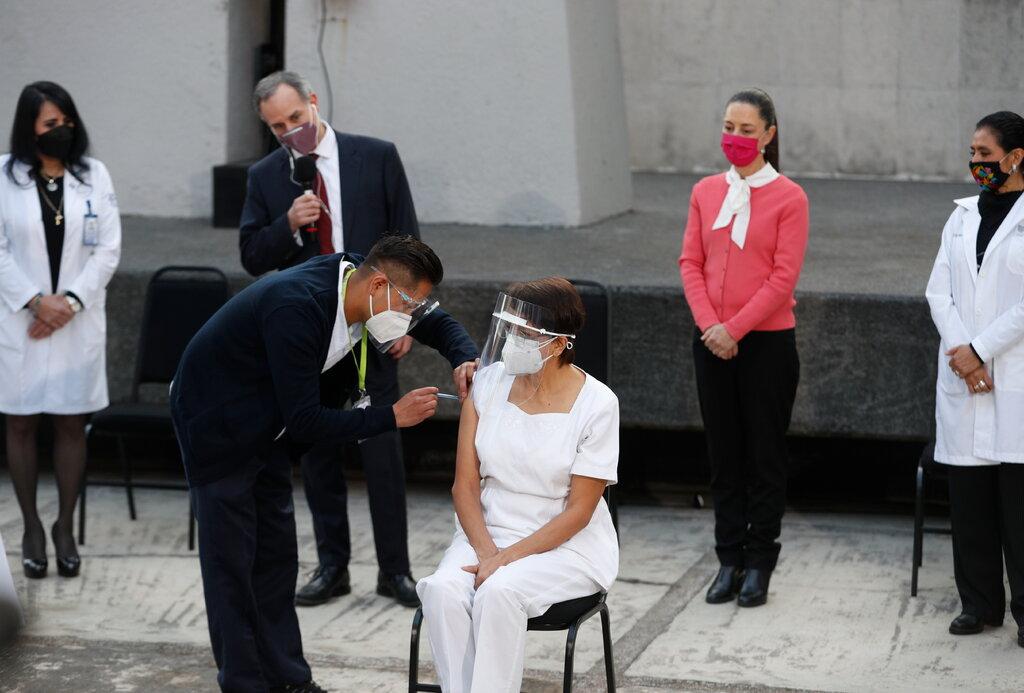 मारिया बनिन् कोरोना खोप पाउने पहिलाे ल्याटिन अमेरिकी व्यक्ति
