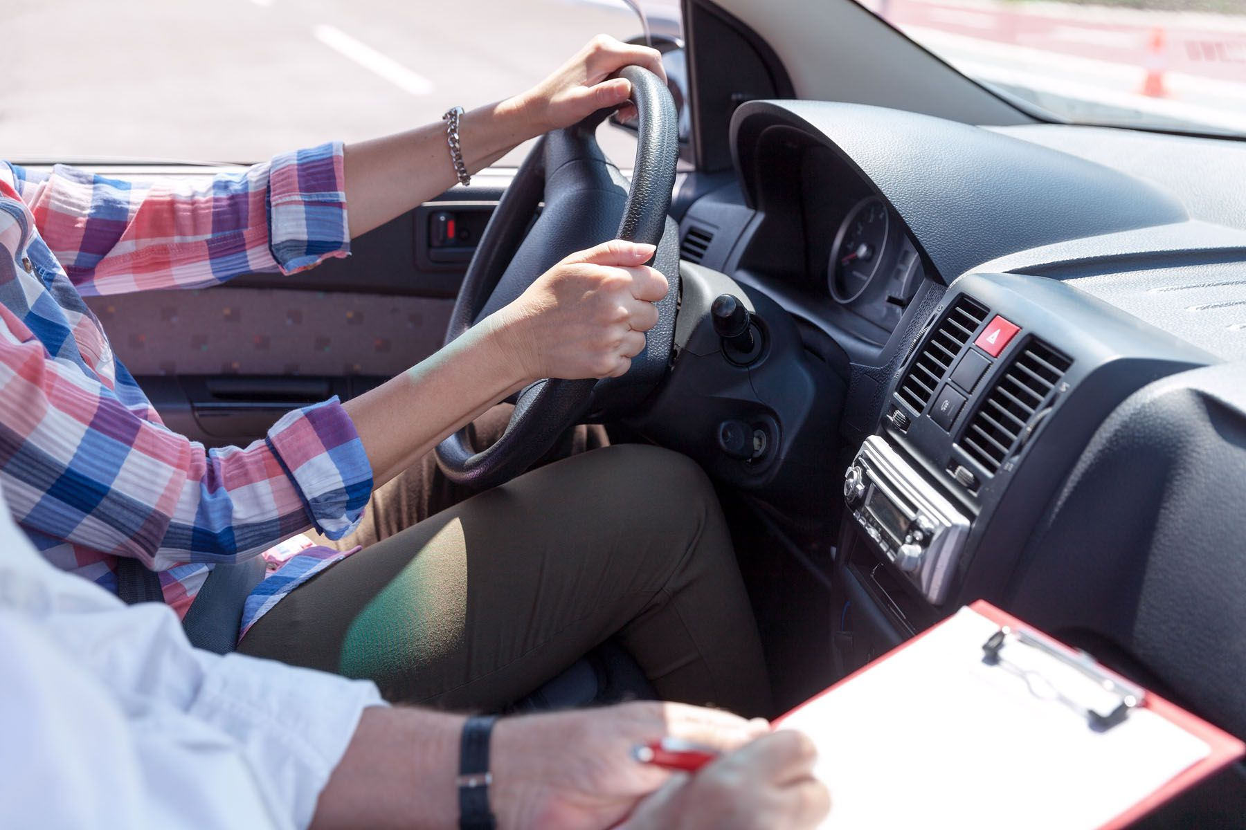 यूएई ड्राइभिङ लाइसेन्स  : लचिलो परिक्षण सेवा सुरु हुँदै