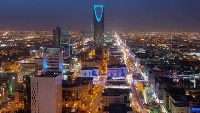 साउदी : रोजगारदाताको अनुमति बिना कम्पनी फेर्न र घर फर्कन के–कस्ता शर्त पूरा गर्नुपर्छ ?