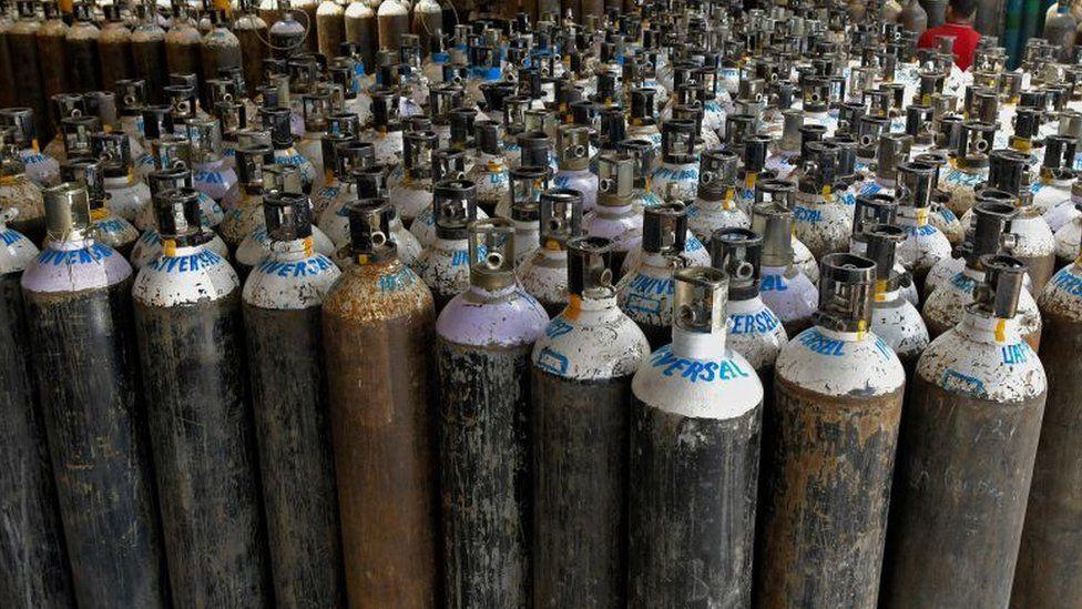 चीनबाट नेपाल आइपुगे १८ हजार अक्सिजन सिलिन्डर