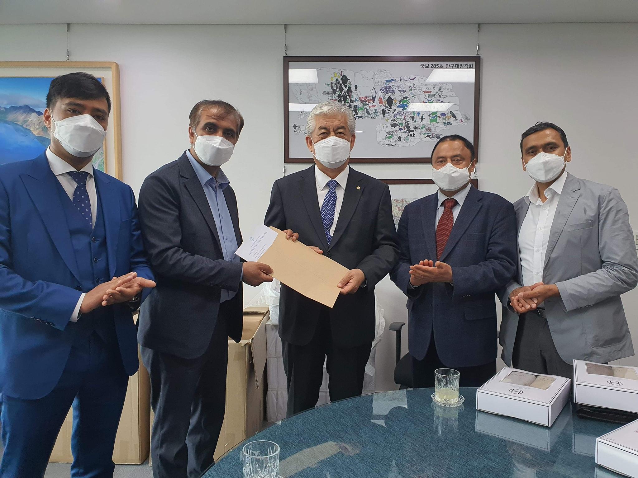 कोरोना संकटमा सहयोगको अपेक्षा राख्दै एनआरएनए पदाधिकारी दक्षिण कोरियाको संसद भवन पुगे