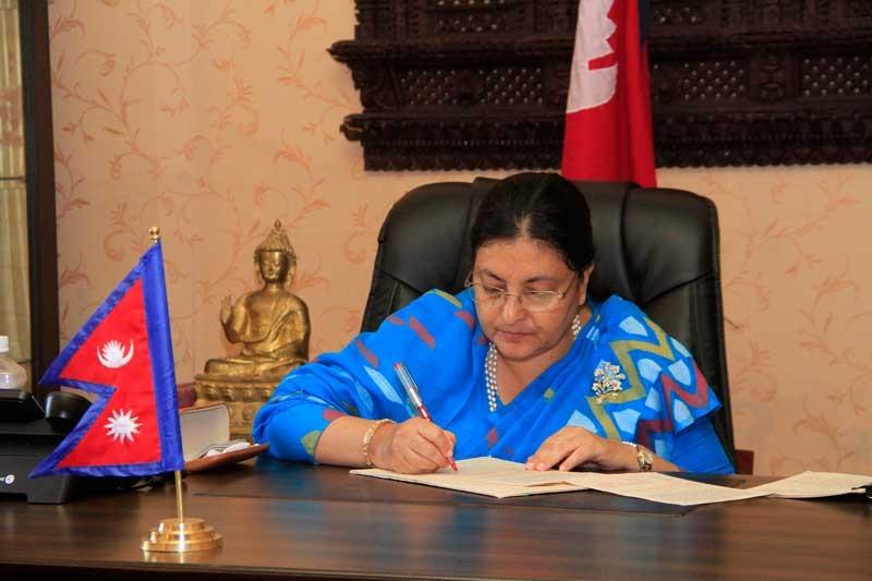 नयाँ प्रधानमन्त्रीको लागि वैधानिक बाटो खोल्न राष्ट्रपतिसमक्ष तीन दलको आग्रह