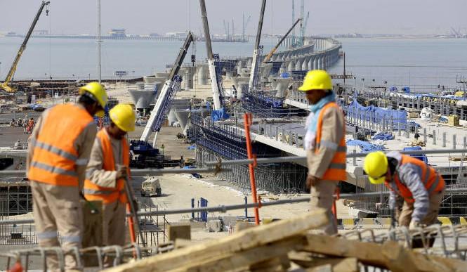 कुवेत : कामदारलाई चर्को घाममा काम लगाउने २८१ कम्पनी सरकारी राडारमा