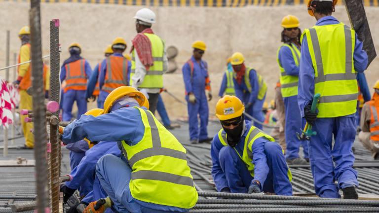 कतार : श्रमिकलाई दिउँसोको चर्काे घाममा लगाउने ५४ कम्पनी कारवाहीमा परे