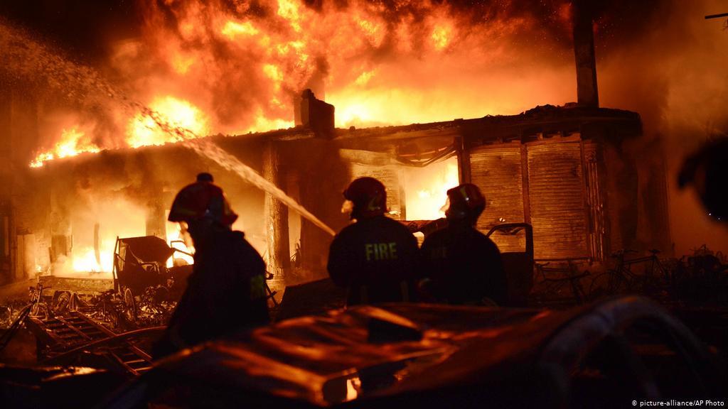 ढाकामा आगो लाग्दा ५२ जनाको निधन